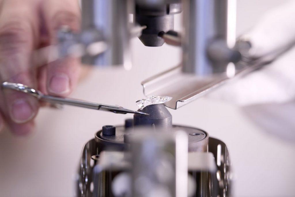 gdoptics-mikrolinsen-stabpressverfahren-rgm-high-speed-presse